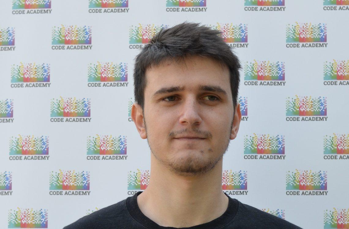Снимка от дипломиране на Виктор Велков