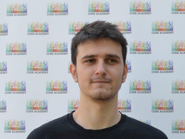 Изключително доволен съм: След обучението в Code Academy започнах работа като програмист!